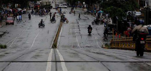Bloqueos espontáneos de vías en la capital anteceden al paro cívico en Venezuela   Foto: Reuters