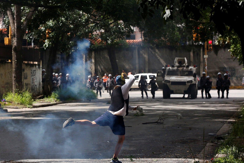 2017-07-20T143544Z_412991239_RC14CC656A00_RTRMADP_3_VENEZUELA-POLITICS