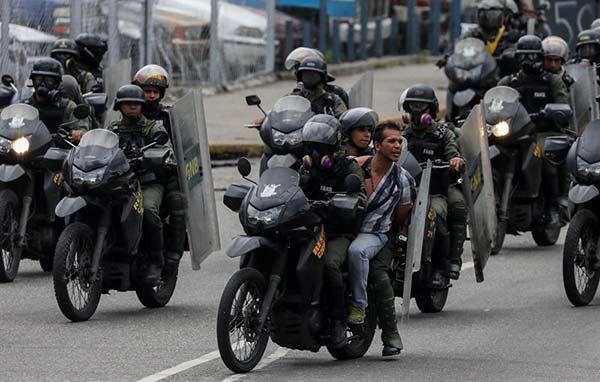 Al menos 50 personas fueron detenidas durante la primera jornada del paro cívico | Foto referencial / EFE