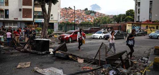 ¡Abuso! GNB y Conas derriban portones y agreden a ciudadanos dentro de sus hogares | Foto: EFE