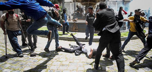 Cámaras de seguridad captaron a colectivos oficialistas disparando durante ataque a la AN | Foto: EFE