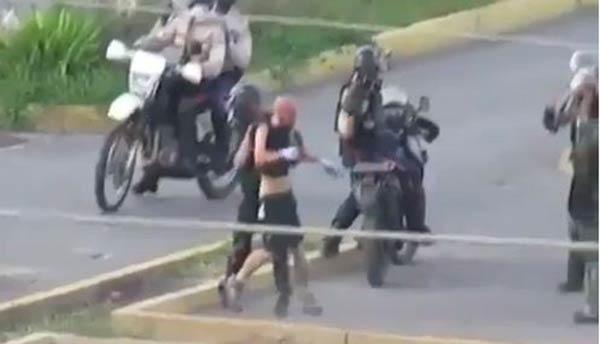 MP espera captura de ocho efectivos por trato cruel a Gianni Scovino | Captura de video