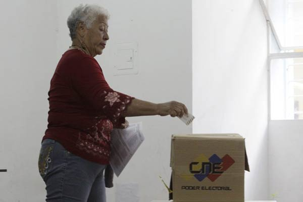 Simpatizantes del Gobierno votan por la Constituyente #30Jul |Foto: VTV