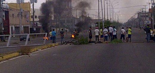 Opositores son reprimidos por la GNB durante paro en Zulia: Varios detenidos | Foto: Twitter