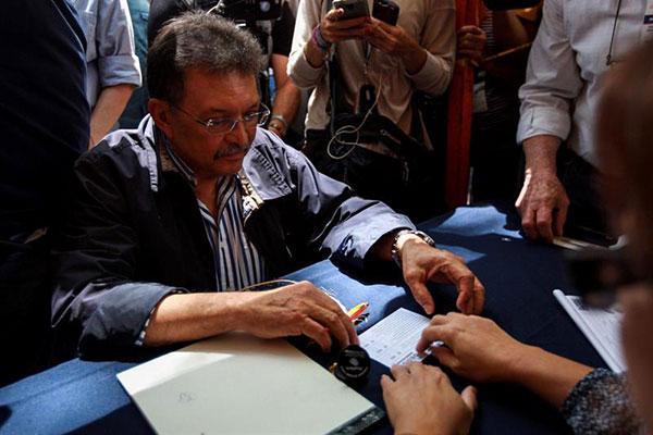 Ferrer solo votó por la primera opción de la consulta popular | Foto EFE