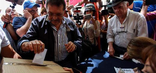 Diputado chavista Germán Ferrer votó en la consulta popular | Foto: EFE