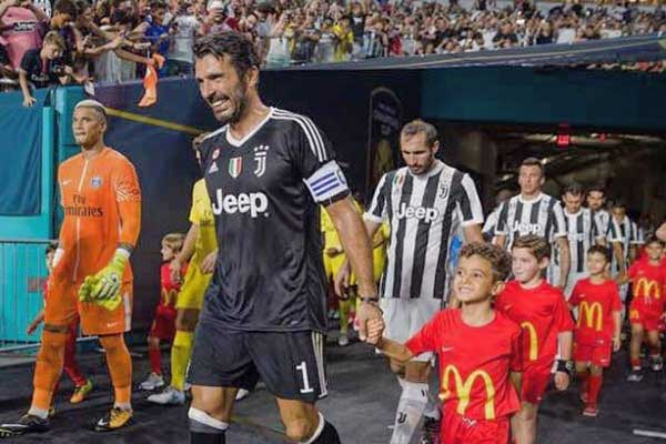 El hijo de Nacho vivió un momento increíble de la mano de Gianluigi Buffon | Foto: Instagram @nacho