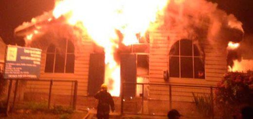 Iglesia en Chile fue incendiada  Foto: La Tercera