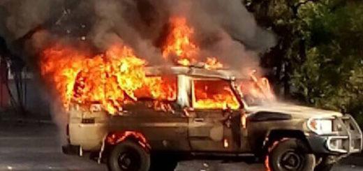 Encapuchados quemaron un jeep de la GNB en El Paraíso | Foto: @dulcemariamarq2