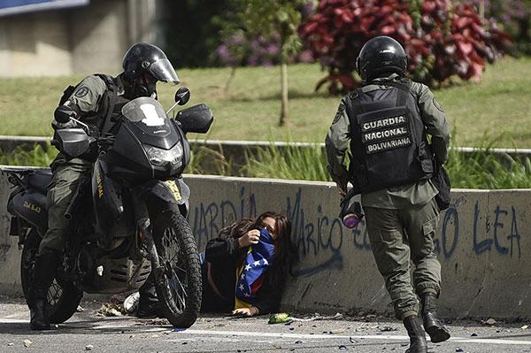 Un menor asesinado y decenas de heridos dejó represión al trancazo de 10 horas | Foto: Agencias
