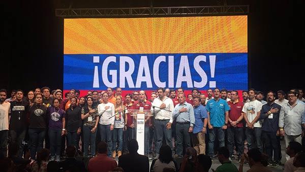 MUD cerró la jornada de Consulta Popular con el himno nacional  Foto: @PrensaMCM