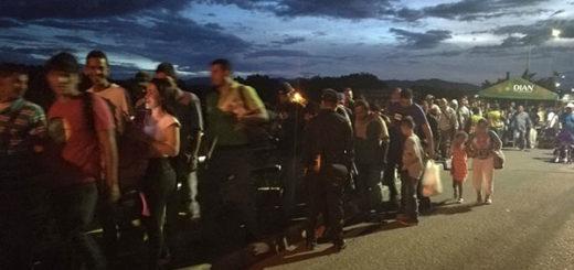 Más de 26 mil venezolanos cruzaron la frontera hacia Colombia este lunes | Foto: @MigracionCol