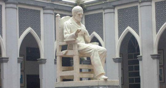 Estatua de José María España | Foto referencial