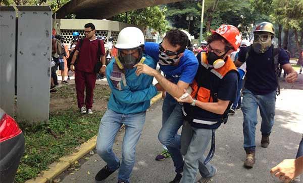 Reportan varios estudiantes heridos durante represión en trancazo de la UCV | Foto: Vía Twitter