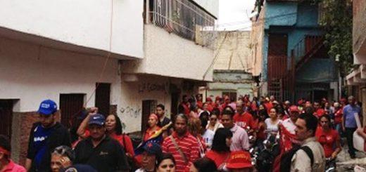 Vecinos de La Lucha corren a chavistas | Foto: Captura de video