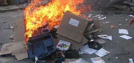 Máquinas electorales quemadas en Mérida   Foto: Twitter