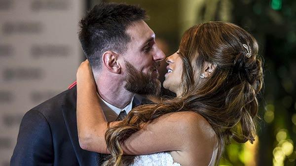 Lionel y Antonella legalmente esposos  Foto: Infobae