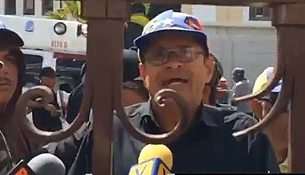 Chavistas en el afueras del Palacio Legislativo | Captura