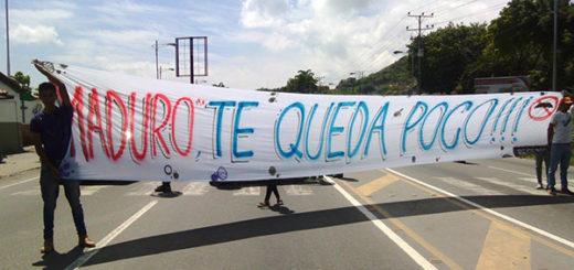 La pancarta gigante que desplegaron en Guanta en rechazo a Maduro | Foto: Twitter