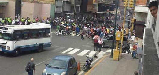 PNB saqueando Mercado | Foto: Twitter