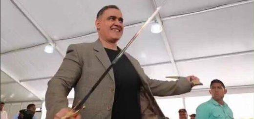 Tarek William Saab recibe la Espada de Bolívar | Foto: Twitter