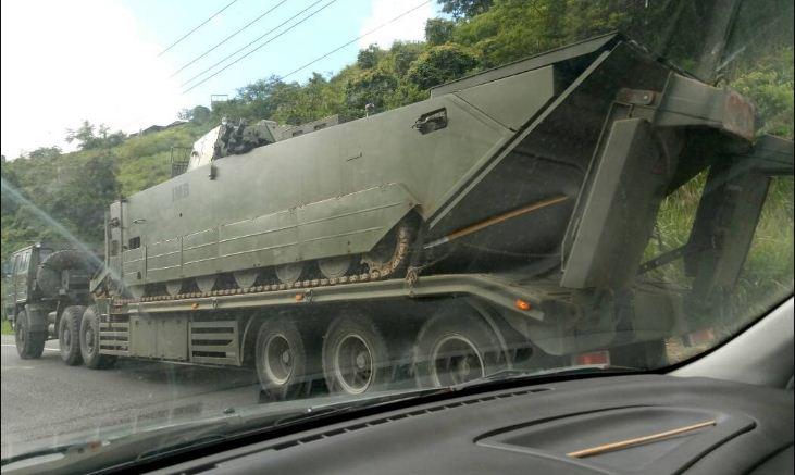 Tanques de Guerra en la autopista | Foto: Twitter