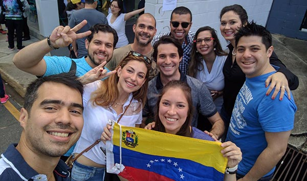 Venezolanos en el exterior votan este 16-Jul   Foto: Twitter