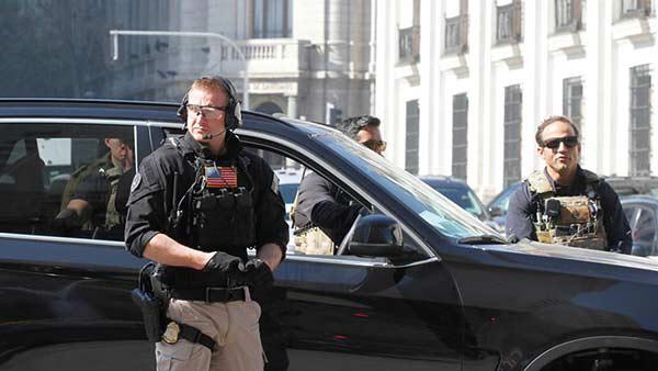 Relevan a equipo de seguridad de Pence por llevar mujeres al hotel durante gira en Latinoamérica | Foto: Cortesía