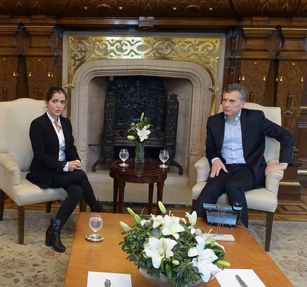 Antonietta Ledezma hija del alcalde metropolitano de Caracas junto a Mauricio Macri |Foto: Nota de prensa