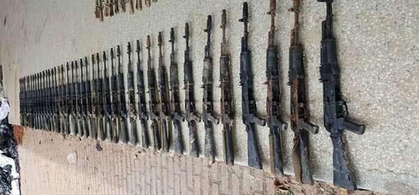 Las armas recuperadas del asalto en Paramacay  Foto: Últimas Noticias