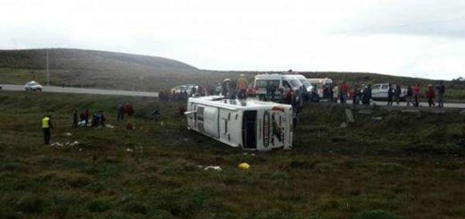 Autobús volcado en Ecuador  Foto: El Comercio