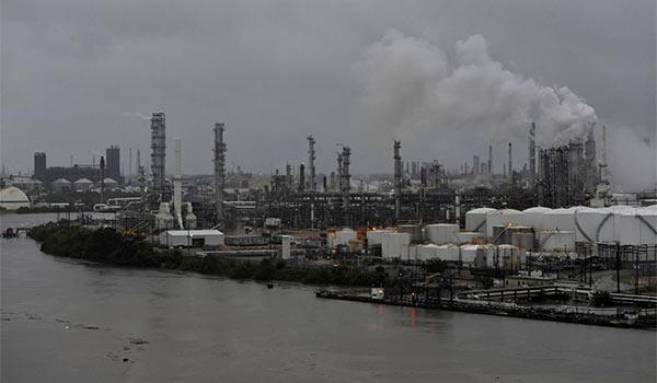 Fuertes lluvias de Harvey amenazan a más refinerías de petróleo de EEUU | Foto: Cortesía
