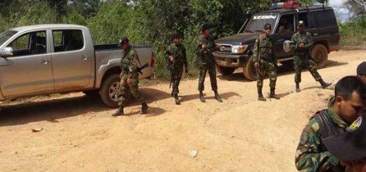 Ocho muertos dejó enfrentamiento entre efectivos del Ejército y sujetos armados en El Callao | Foto: vía @PableOstos