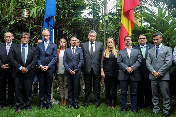 Embajada de España en Venezuela honró víctimas de atentado en Barcelona |Foto: EFE