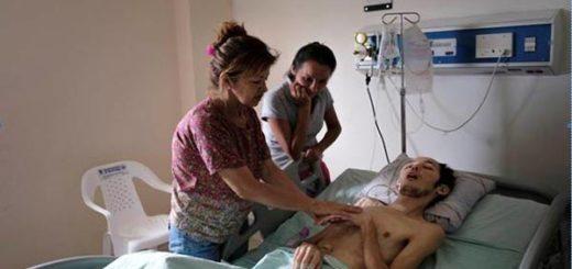Yender Lorenzo junto a su madre y una amiga en un hospital colombiano |Foto: ABC