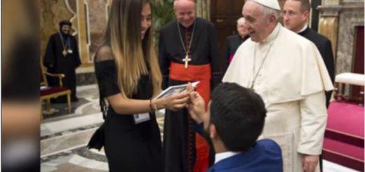 ¡Sorpresa! La propuesta de matrimonio que hizo un venezolano ante el papa Francisco | Foto: Captura de video