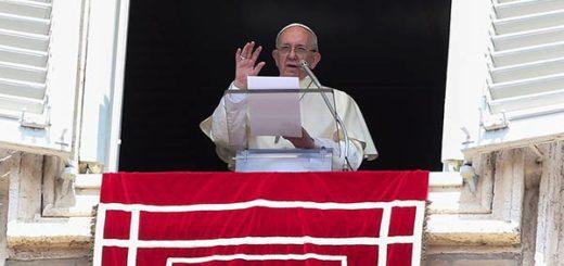 Papa Francisco  discurso durante su oración del Angelus dominical en la plaza de San Pedro en el Vaticano  Foto: Reuters
