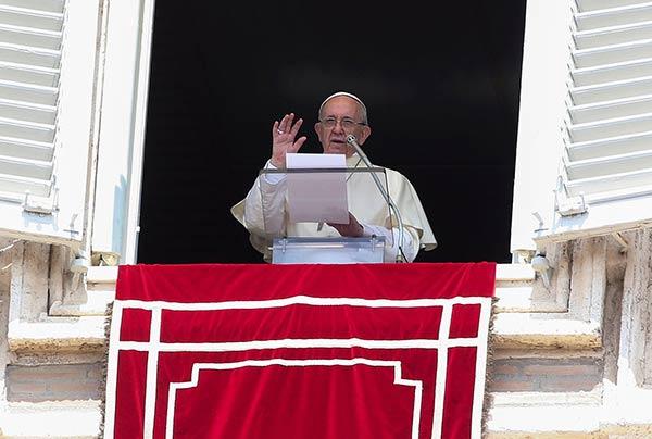 Papa Francisco  discurso durante su oración del Angelus dominical en la plaza de San Pedro en el Vaticano| Foto: Reuters