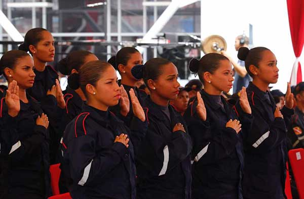 Aumentan salario de bomberos y funcionarios de Protección Civil   Foto: @NestorReverol