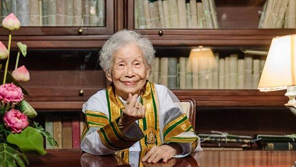 La tailandesa Kimlan Jinakul que se graduó a los  91 años |Foto: AP