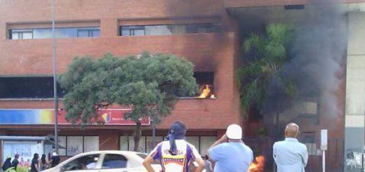 Agencia de Banco de Venezuela fue incendiada |Foto: Twitter