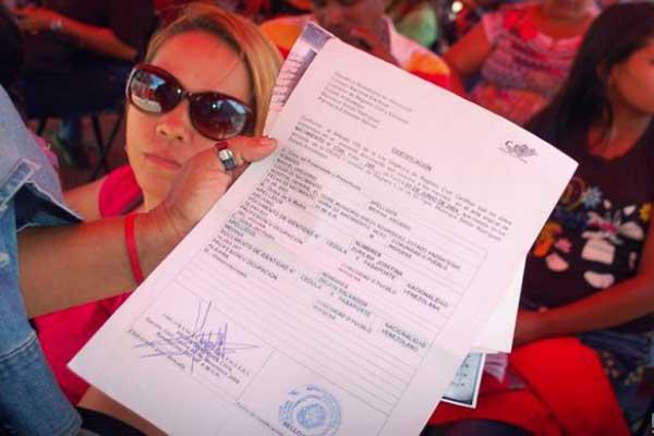 """Destapan el """"chanchullo"""" del Gobierno a la hora de legalizar documentos   Foto: Notilogía"""