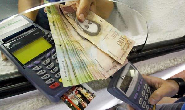Sundde detuvo a dos personas por realizar avances en efectivo | Foto referencial