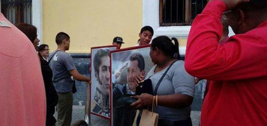 Cuadros de Chávez y Bolívar vuelven a la AN | Foto: Twitter