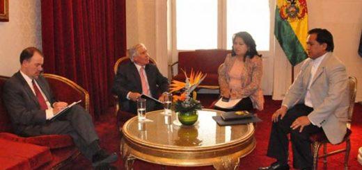 El encargado de Negocios de Estados Unidos en Bolivia, Peter Brennan en reunión con el ministro de la Presidencia, René Martínez | Foto: Prensa Cancillería
