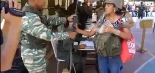 FANB entrega fusiles a civiles para ejercicio militar | Foto: Captura de video