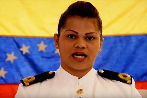 La alférez de navío Evelyn Gabriela Andrade López | Captura de video