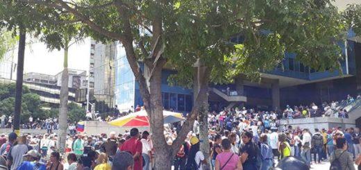 Oposición se concentra en Parque Cristal | Foto: Twitter