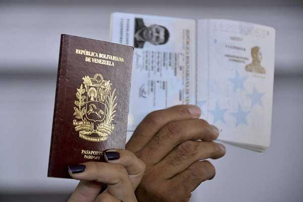 Venezolanos en Panamá asumen visado con indignación e incertidumbre | RAUL ARBOLEDA / AFP