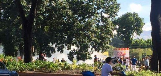 GNB intenta dispersar a ciudadanos reunidos | Foto: Twitter